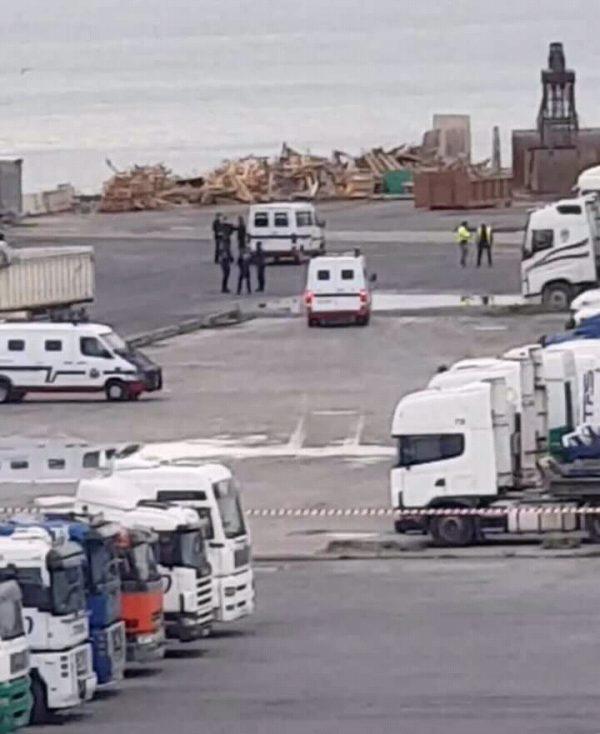 ÚLTIMA HORA Conflicto estibadores Bilbao: Esquiroles protegidos por la Ertzaintza