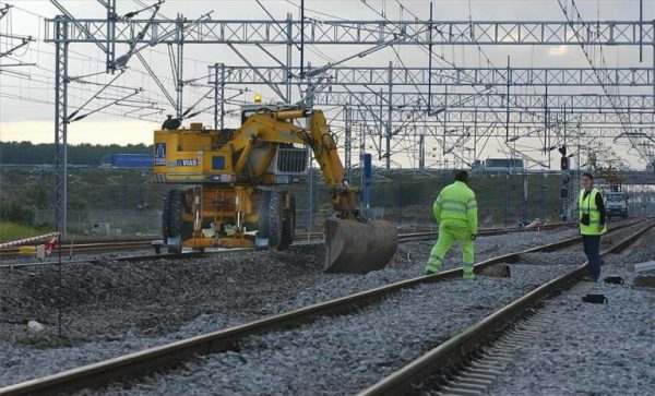 Adif privatiza y quintuplica el coste del mantenimiento de la infraestructura ferroviaria